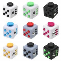 Si buscas Fidget Cube Cubo Spinner Dado Antiestress Concentración puedes comprarlo con MCKTOYS está en venta al mejor precio